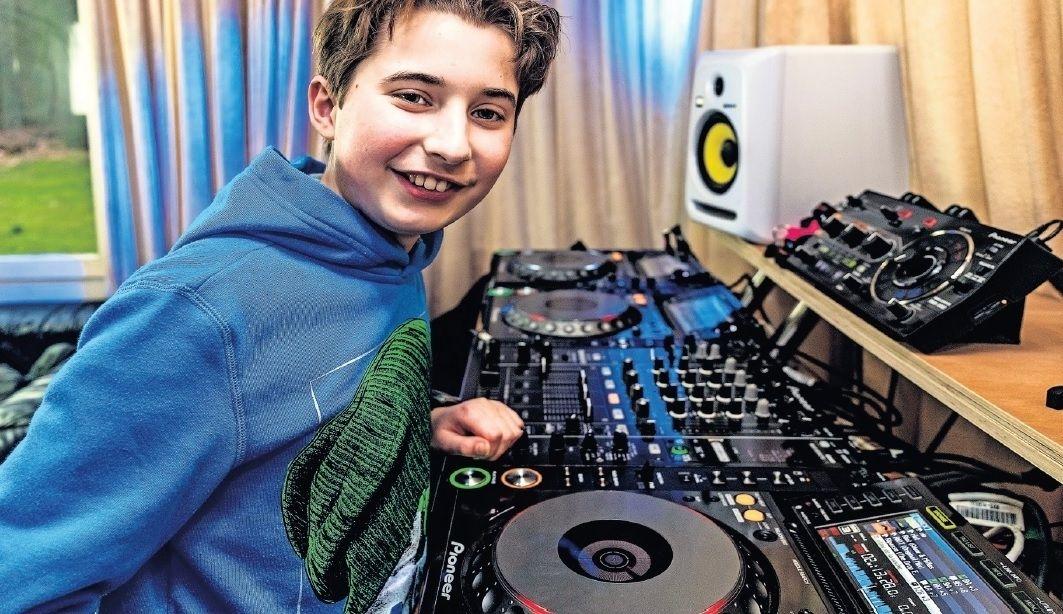 Jonge DJ Bastiaan Hooij track WK Shorttrack dance trance jonge
