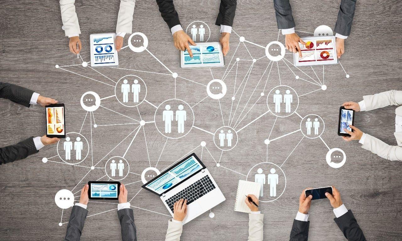 Bedrijfsoverdracht vergadertafel overname