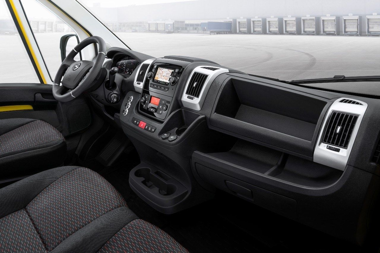 Opel Movano interieur
