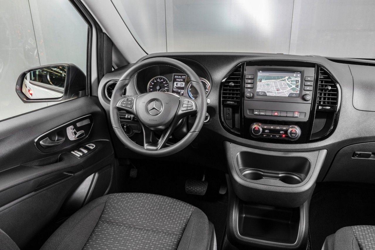 Mercedesbenz evito wit interieur