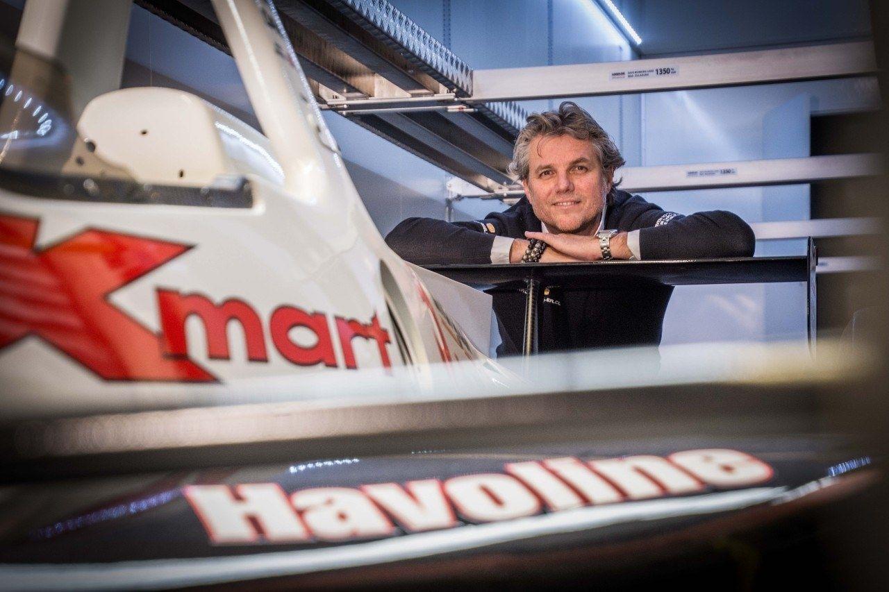 Racetrailer ron reinders f1 racecar