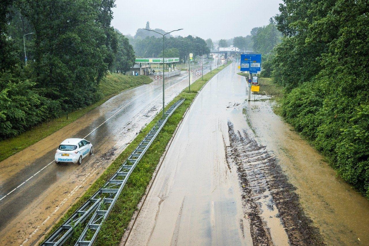 Snelweg modderstroom limburg