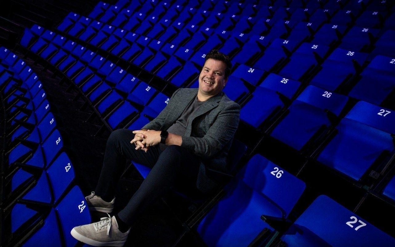 Bob van Oosterhout tribune Den Bosch Heroes sportmarketeer
