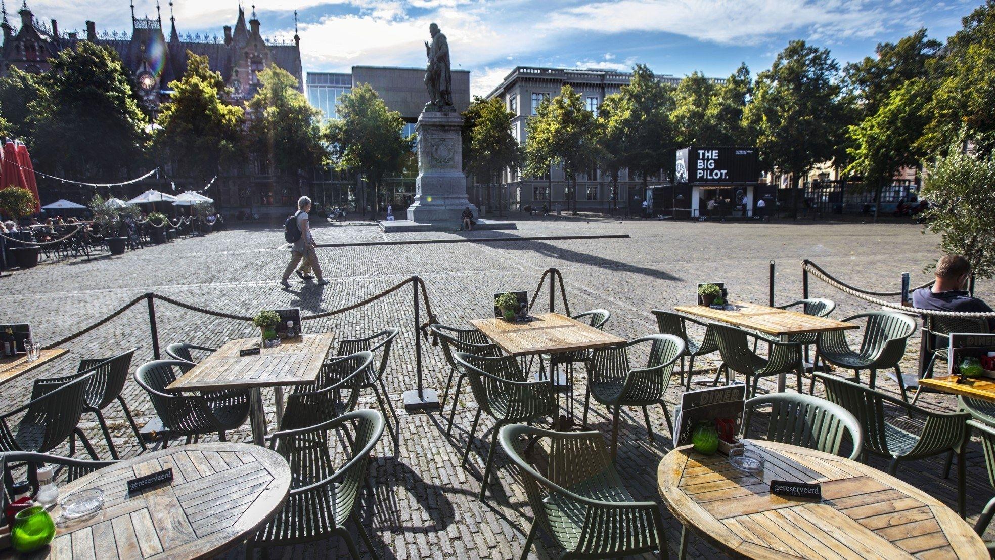 Plein Den Haag terras leeg