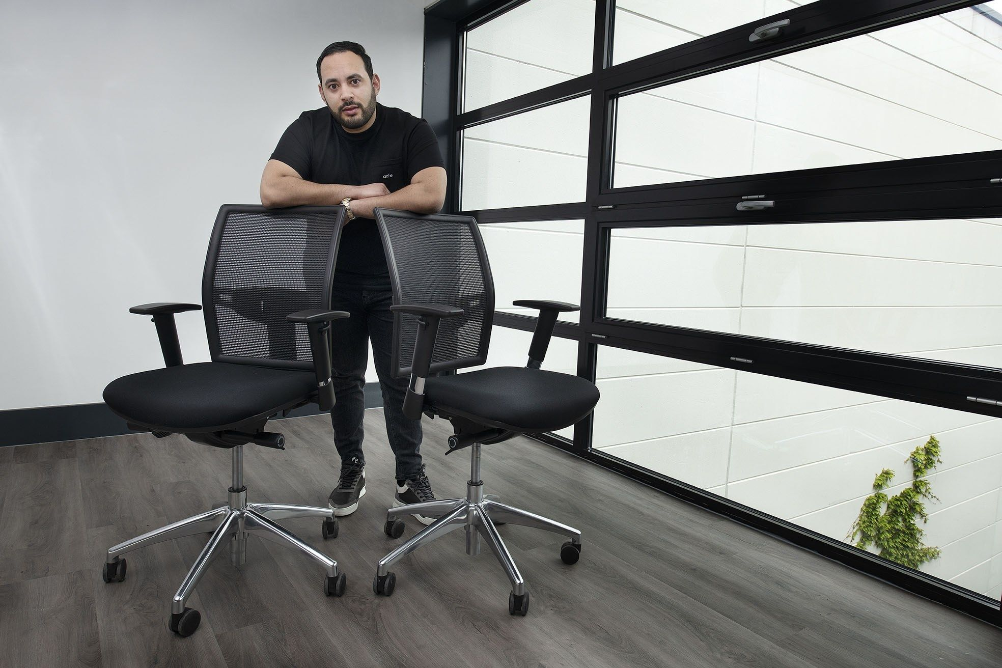 Ilias Ahayan staand