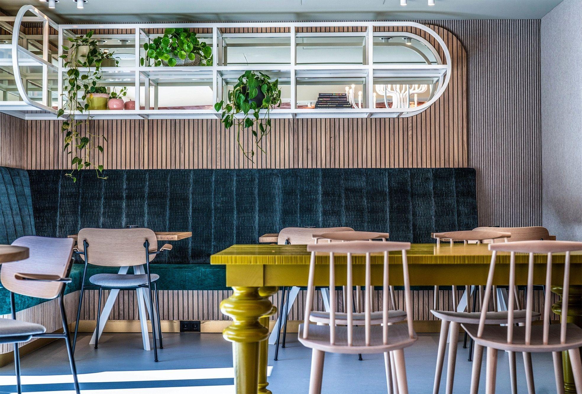 Brasserie interieur blooming