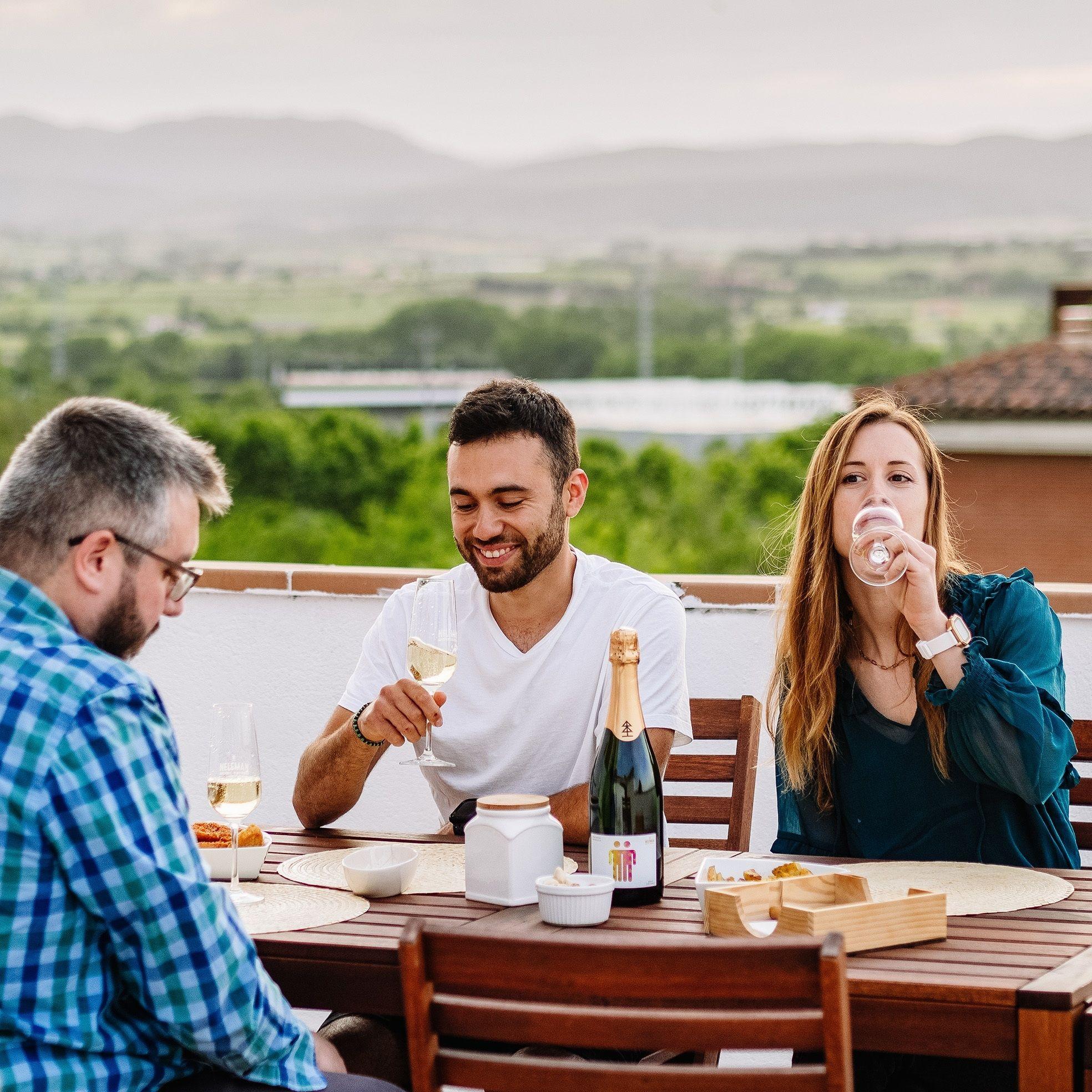 Cava wolk neleman mensen tafel