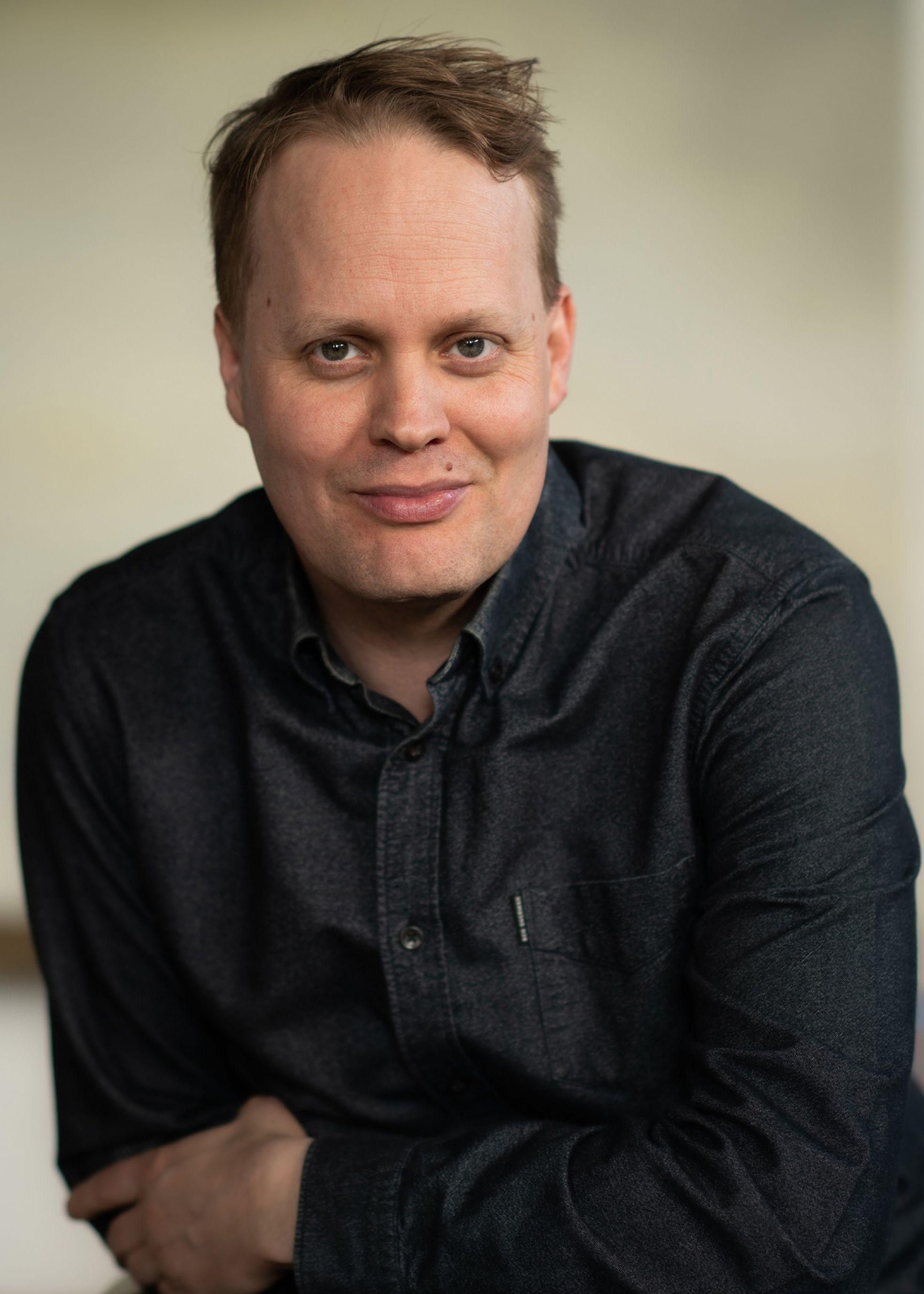 Derrick Neleman portret 2021 staand