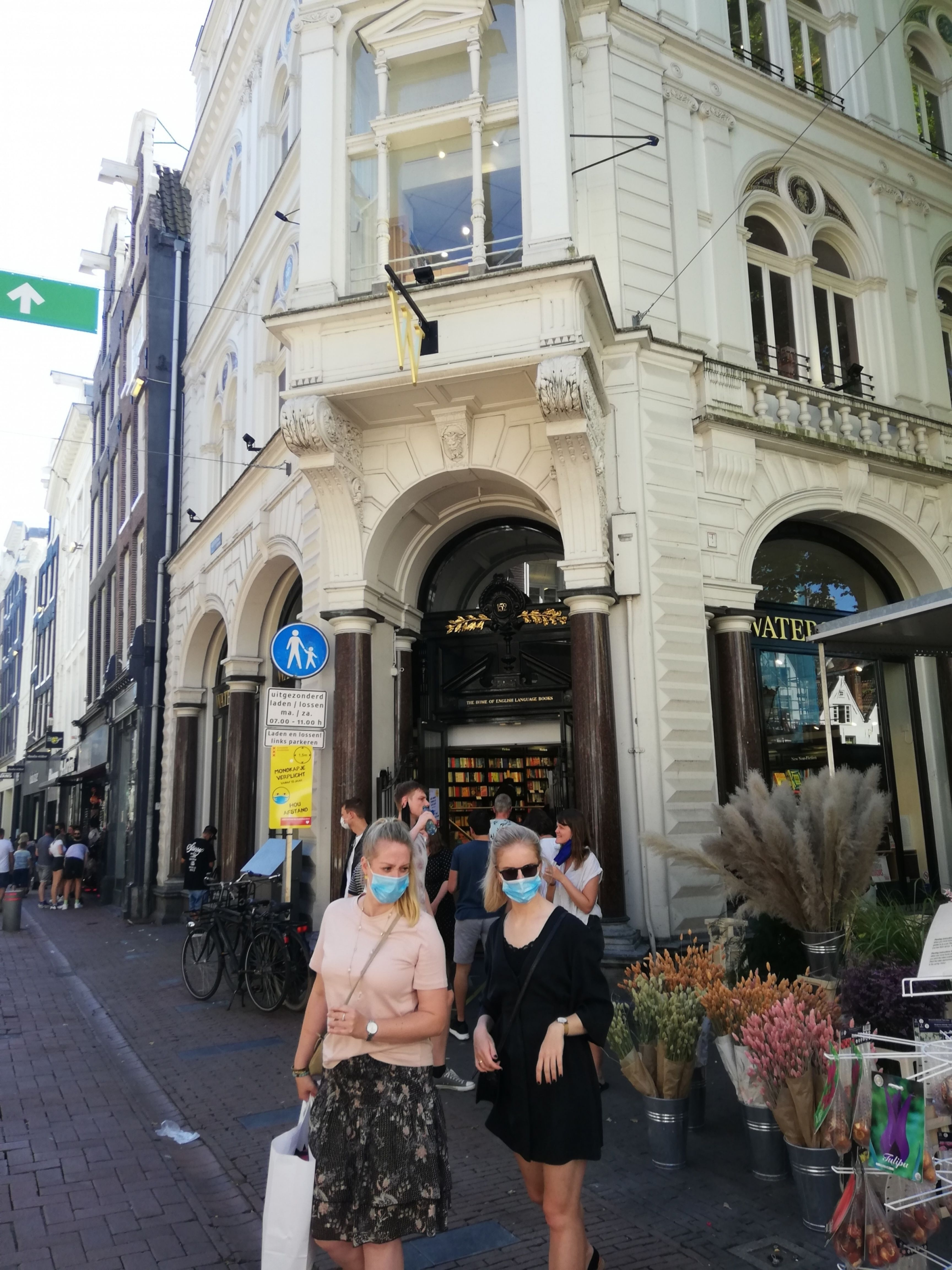 Boekhandel waterstones mondkapjesplicht amsterdam