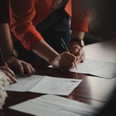 Contract financieel personeel romain dancre unsplash