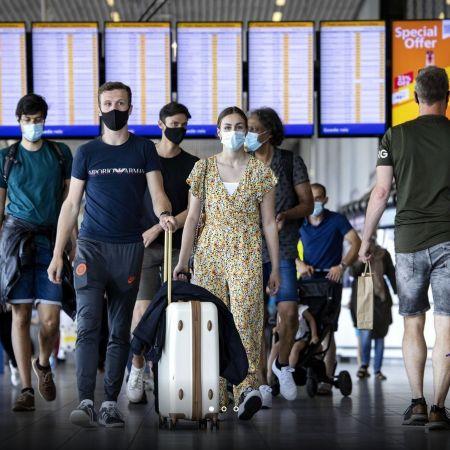 Schiphol reizigers corona mondkapjes reizen vliegveld anp
