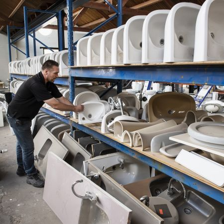 Sloper ondernemer William Vermeulen gebruikt sanitair duurzaam wc pot hergebruik bouwmaterialen