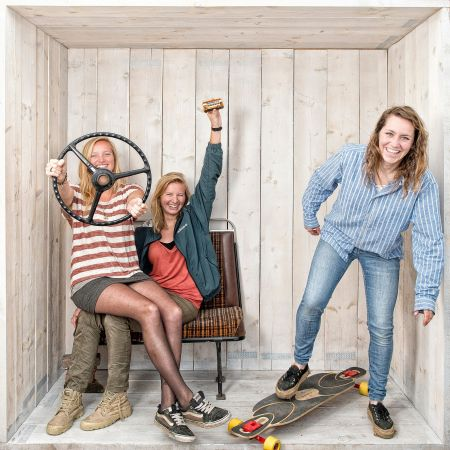 Festivalproducer reisorganisator hostelbus vrouwen