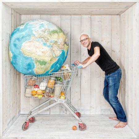 Masseur treurt crisis biologische supermarkt