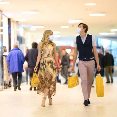 Shoppen winkelen corona mondkapje