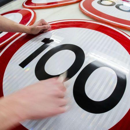 Snelheid 100 120 verkeersbord