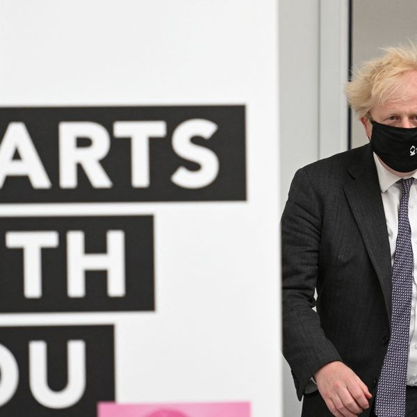 Boris Johnson mondkapje corona delta