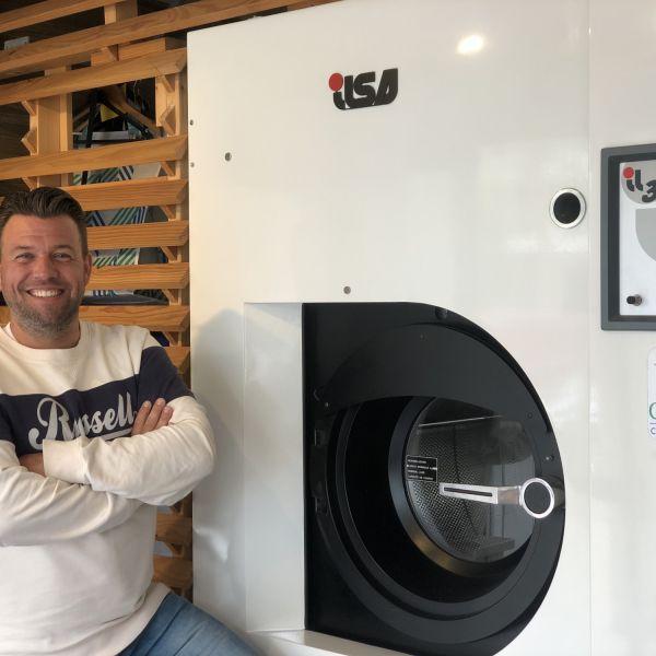 Dennis de Beer in dry cleaning machine geen desinfectiekast