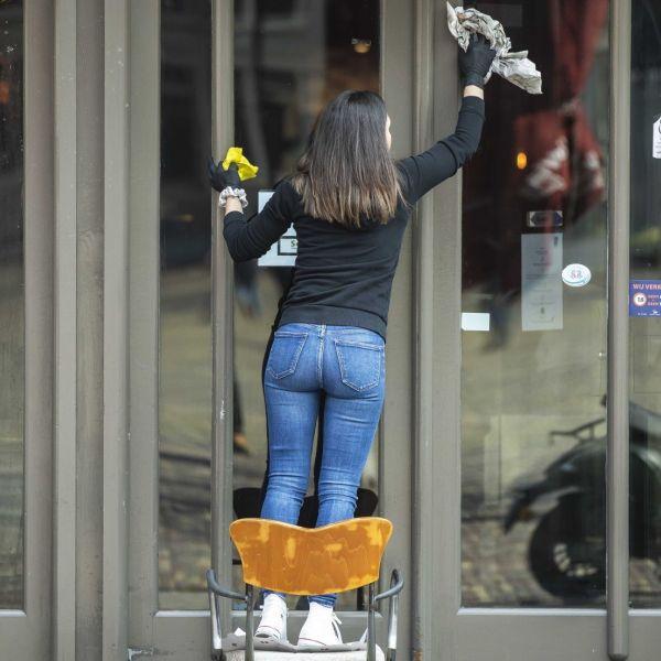 Corona steun horeca personeel ramen wassen