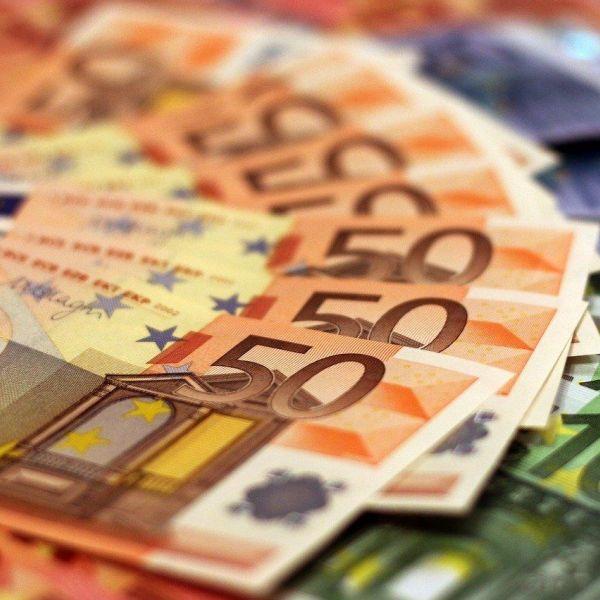 Geld euro bankbiljetten coronacrisis