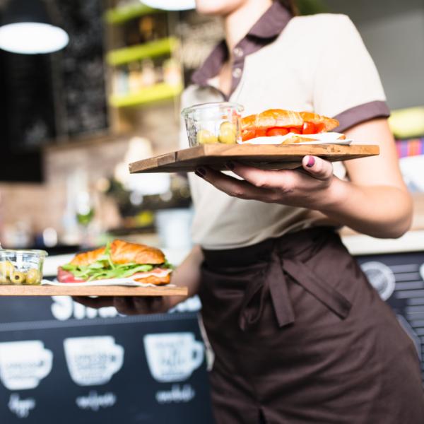 Horeca serveerster food shutterstock