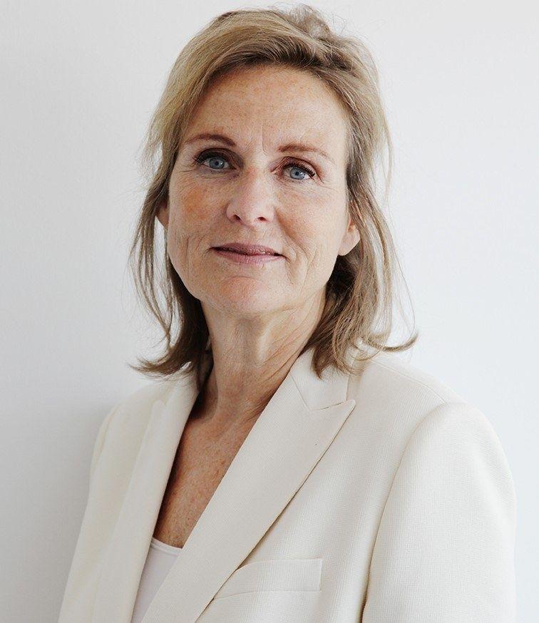 Jeanine Holscher Blokker portret staand