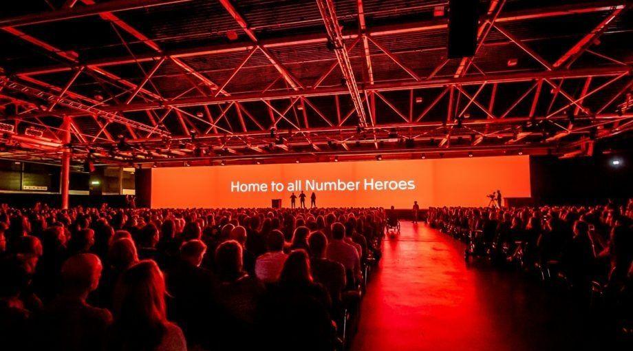 Exact Live podium Number Heroes