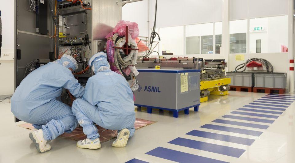 ASML lab liggend