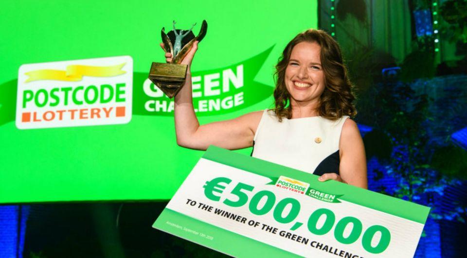 Anne Marieke Eveleens GBB cheque Postcode Loterij Green Challenge award