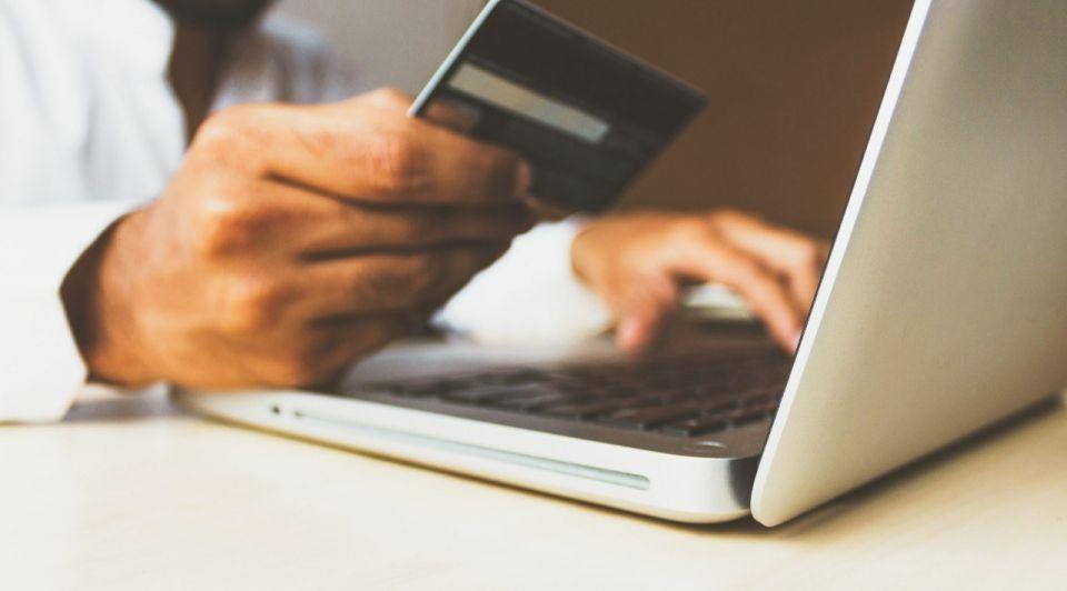 Betaling creditcard laptop rupixen unsplash