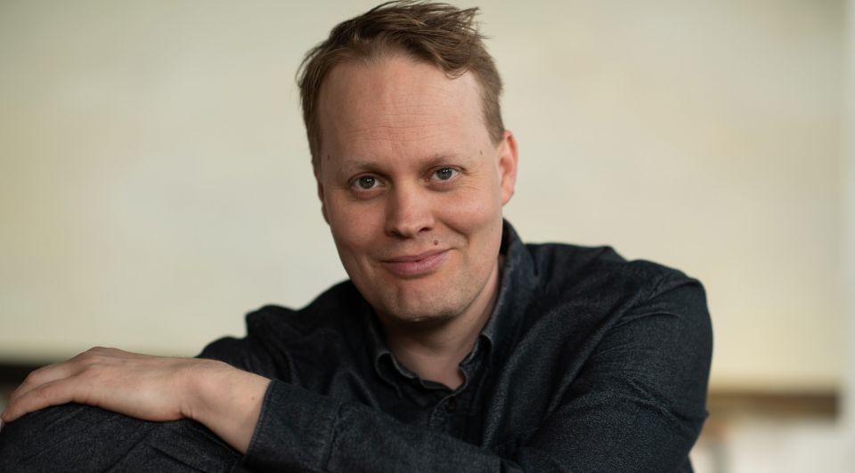 Derrick Neleman portret 2021 liggend