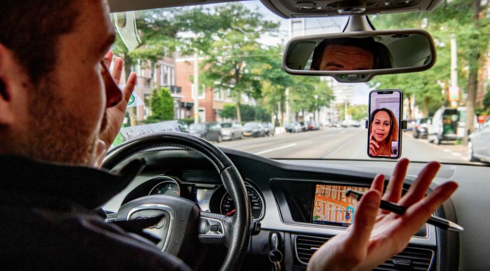 Digitaal vergaderen in auto zoom gevaar