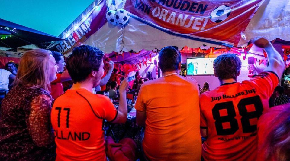 EK voetbal terras horeca oranje voetbal cafe anp