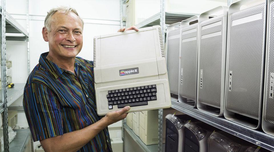 Ed Bindels Apple computer liggend