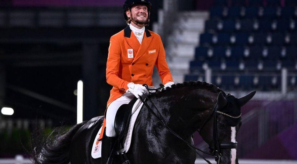 Edward Gal in Tokio management en paardrijden