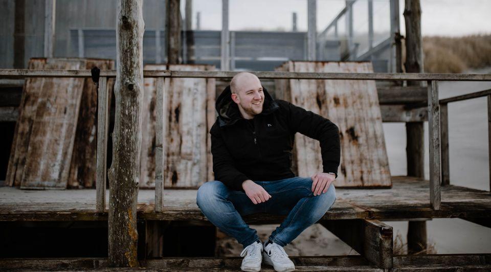 Erik Bruil Nederhop gehurkt