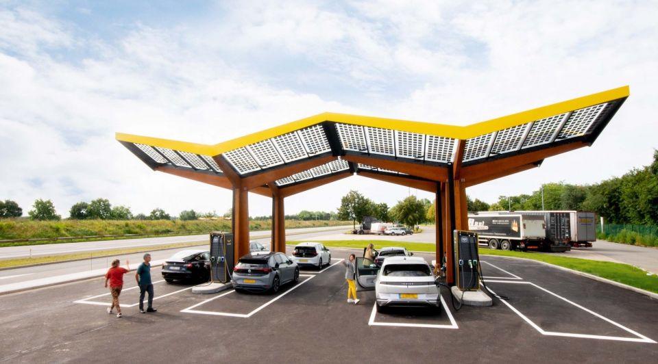 Fastned auto laden elektrisch rijden groene stroom energie