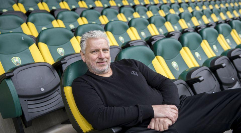 John van Zweden behangkoning ADO Swansea