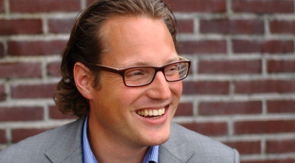 Maarten de Jong One Planet Crowd liggend