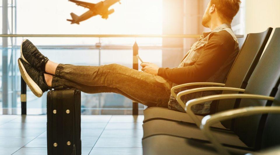 Vakantie vliegen reizen vliegtuig jeshoots unsplash trip
