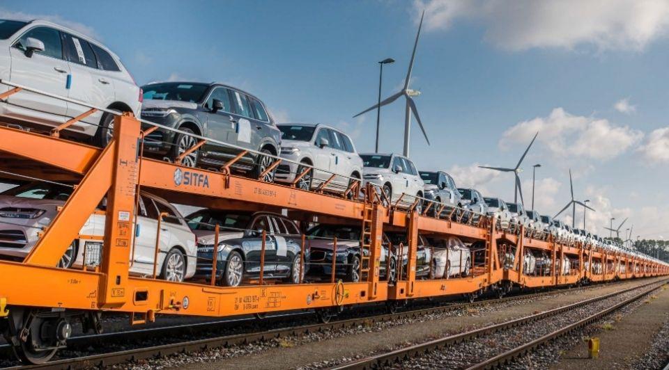 Volvo auto transport trein