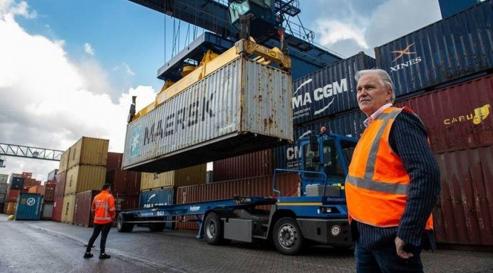 Arie rietveld oosterhout containers suezkanaal 1