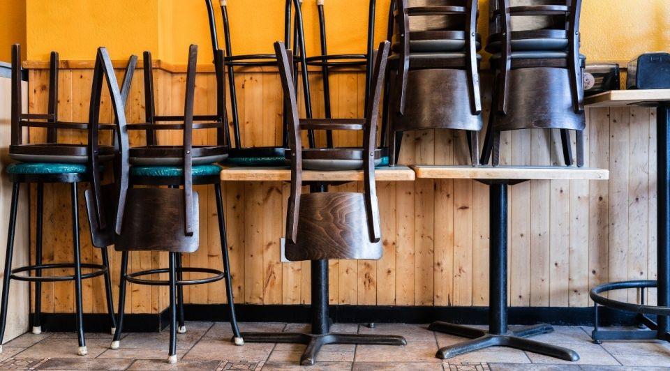 Barkrukken horeca cafe kroeg bar dicht