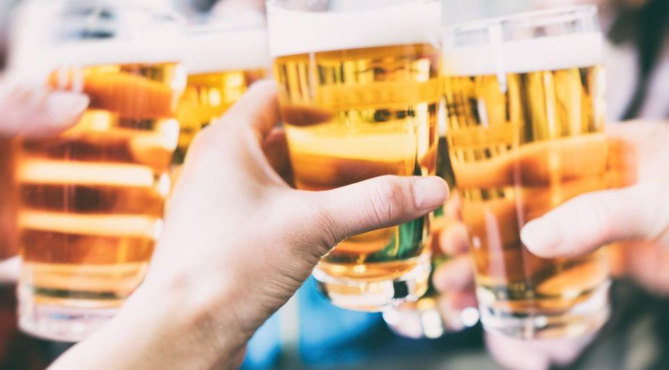 Bier glazen proost corona