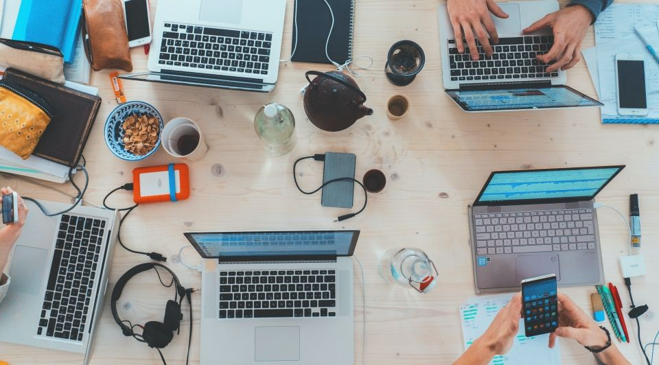 Bureau laptops werknemers development trends