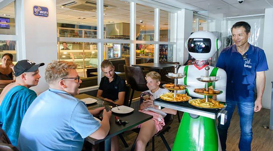 Cafetaria hakze bediening robot horeca
