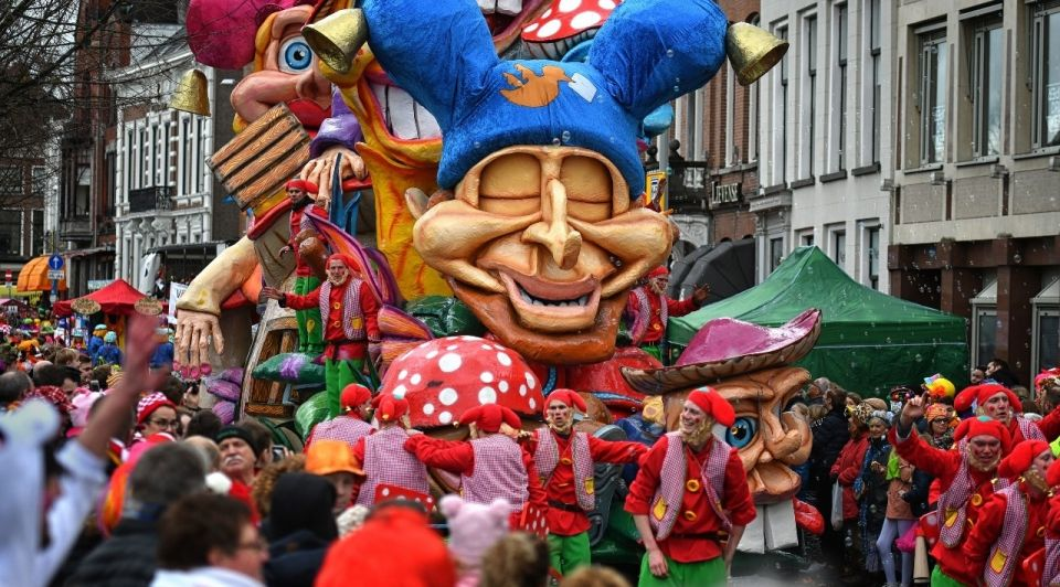 Carnaval praalwagen optocht februari