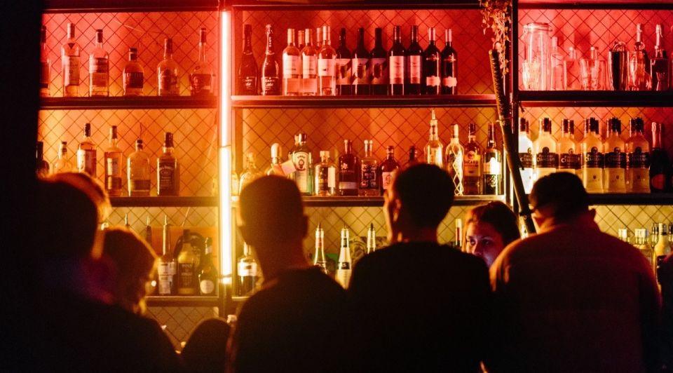 Horeca bar nacht publiek drank unsplash