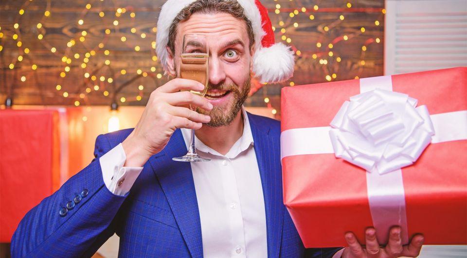 Kerstpakket werkgever uitpakken