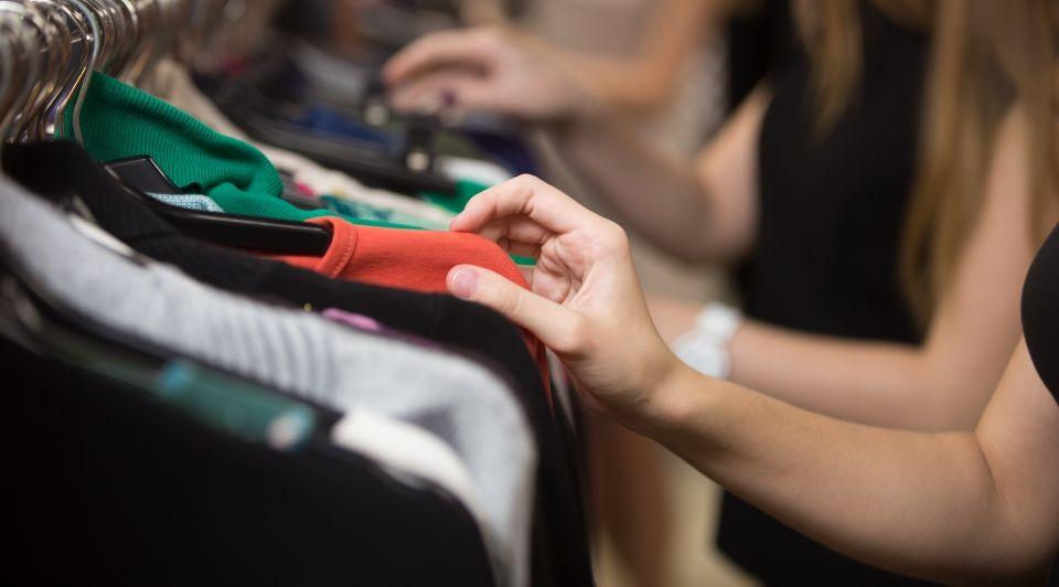 Kledingwinkels stijgende omzetten comeback shoppen